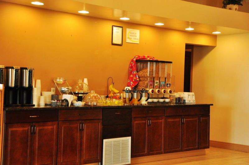 Lone Star Hotel - Continental Breakfast Lounge