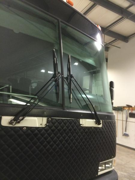 Large vehicle glass replacement
