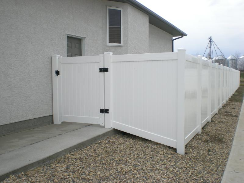 single gate vinyl residential fence