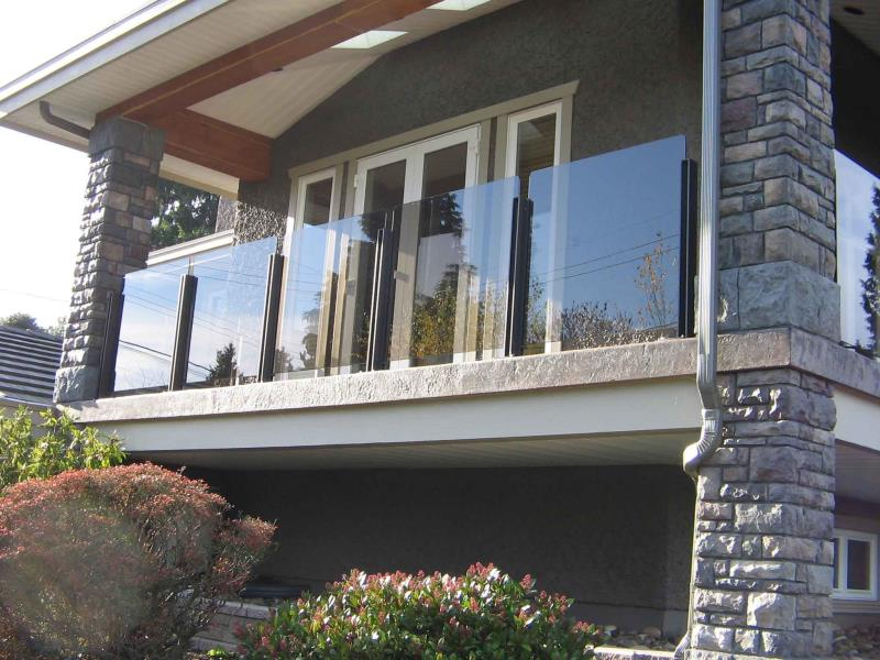 Frameless Rails Rounded Cornered Glass