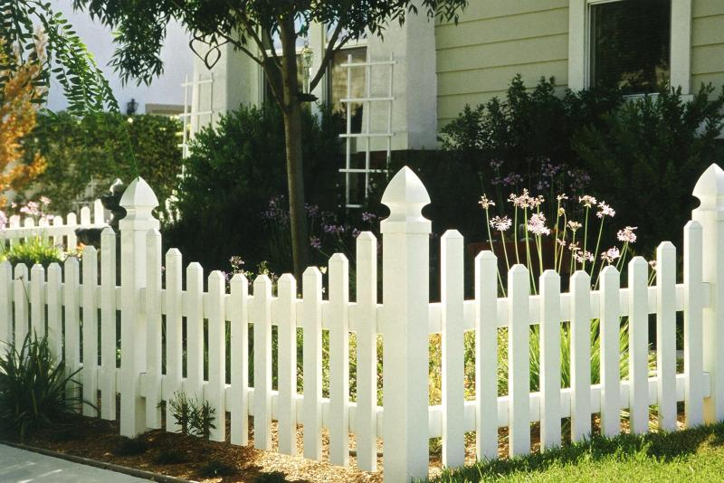 Madsen Fence Ltd - Vinyl Fence