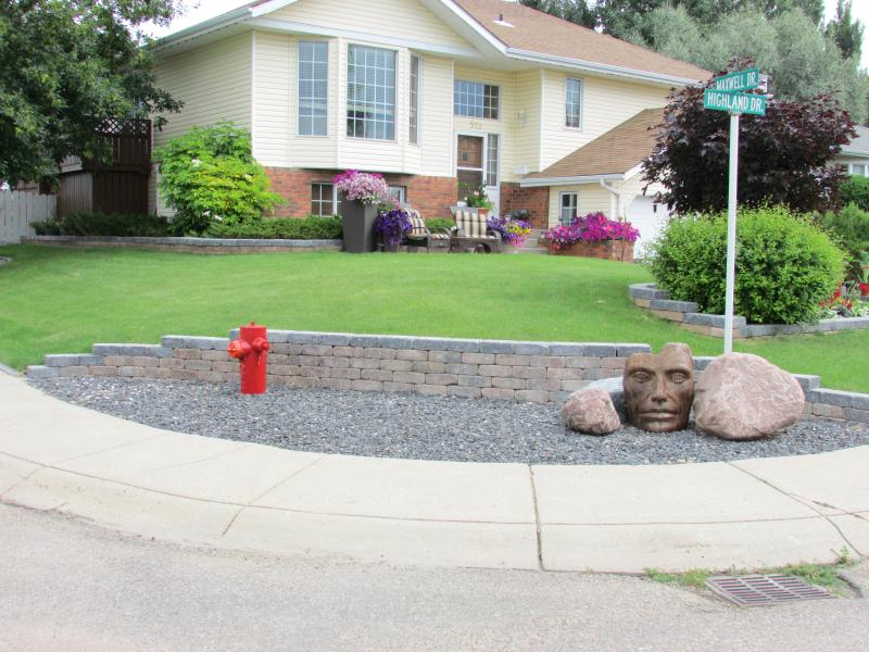 Swift Current complete landscaping, stone work, flower beds, sculptures, natural plants, flowers