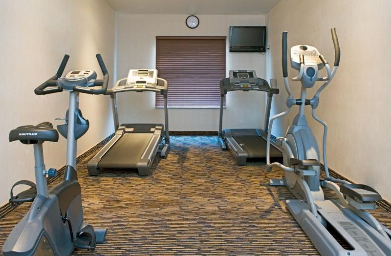 Holiday Inn Express & Suites Fitness Centre