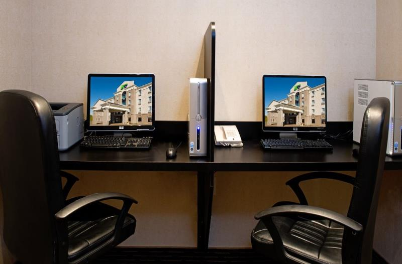 Holiday Inn Express & Suites Business Centre