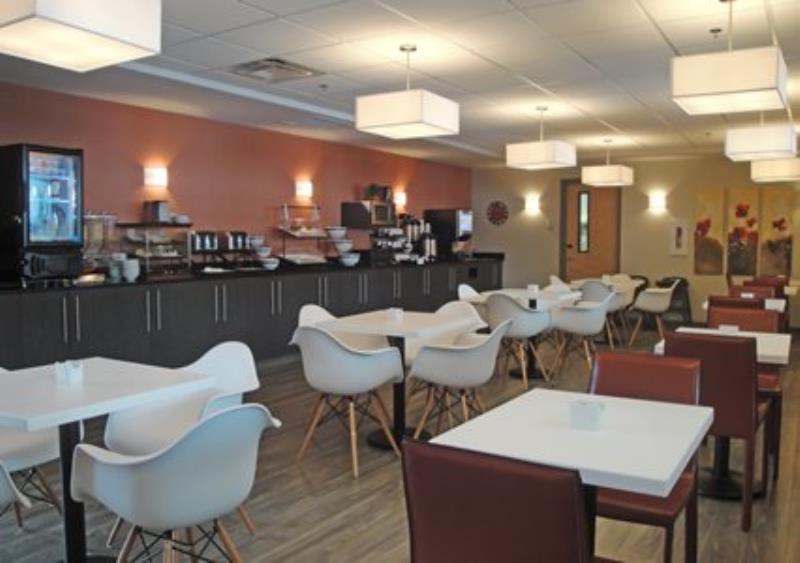 MainStay Suites Aerogreen Saskatoon breakfast room